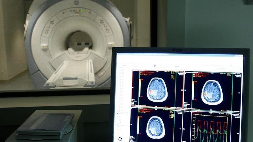 Vista de una sala de escáner del Centro Alzheimer, en el madrileño barrio de Vallecas.