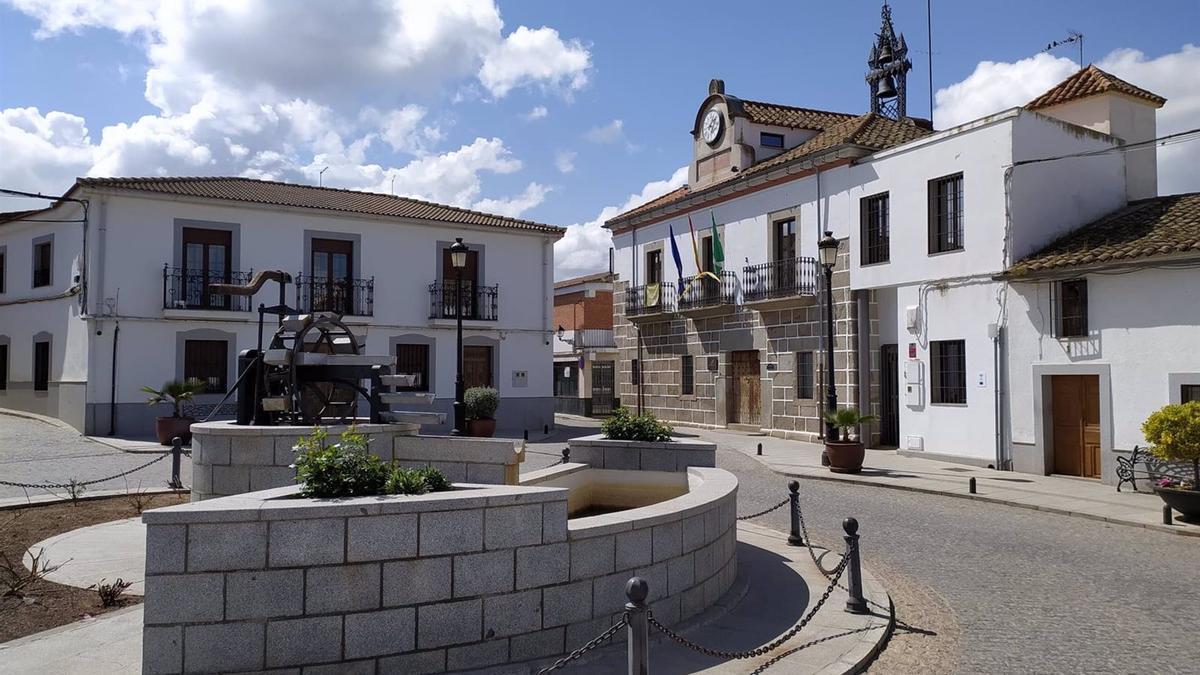El municipio cordobés de Añora, con su Ayunamiento al fondo.