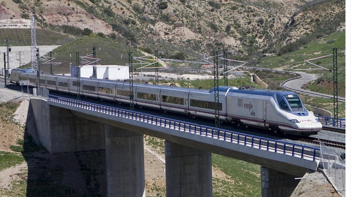Uno de los trenes AVE que une Córdoba con Málaga.