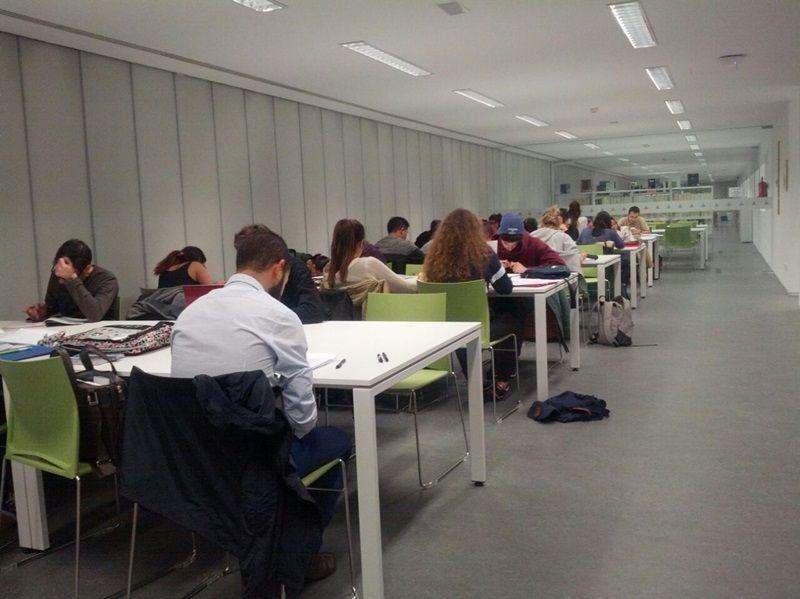 Sala de estudio en la biblioteca Vargas Llosa | SOMOS MALASAÑA
