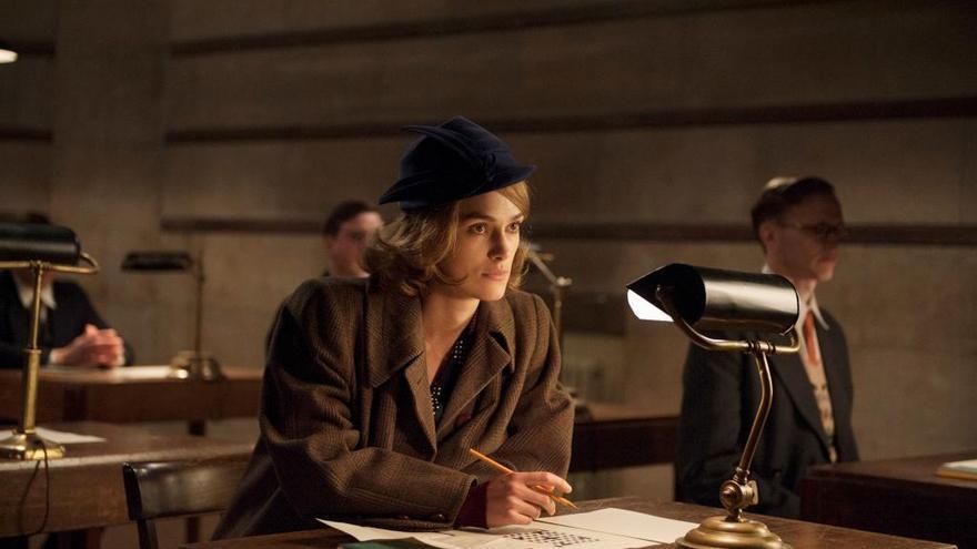 Keyra Knightely como Joan Clarck AKA La Chica