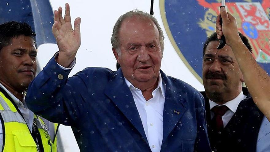 El rey Juan Carlos llega a Cartagena para presenciar la firma del acuerdo de paz de Colombia