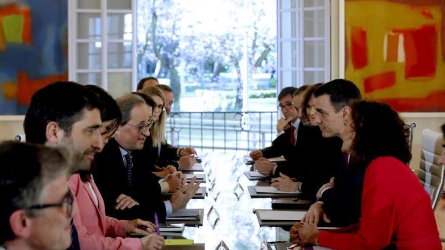 Las delegaciones de la Generalitat y el Gobierno, reunidas en la Moncloa el pasado febrero