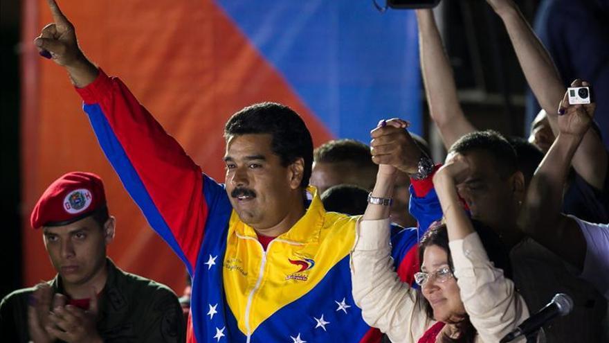 Maduro obtiene una ajustadísima victoria que el opositor Capriles no reconoce