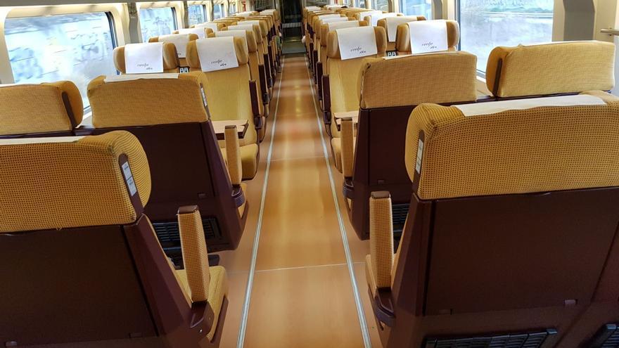 Vagón del AVE Castellón-Madrid en el trayecto entre la capital de La Plana y Valencia.