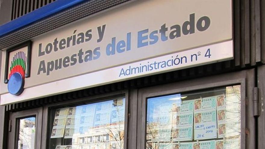 El boleto sellado en la administración de loterías situada en la calle Puerta Canseco es uno de los dos acertantes de segunda categoría