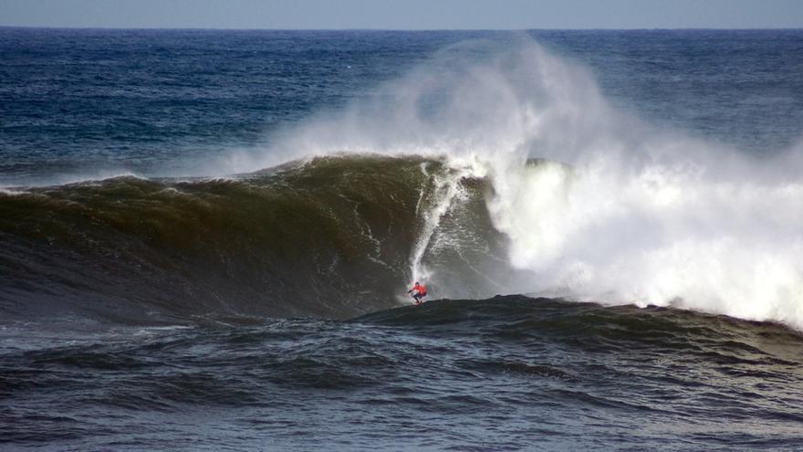 El evento de surf de la Vaca Gigante podría celebrarse el 17 de diciembre en El Bocal