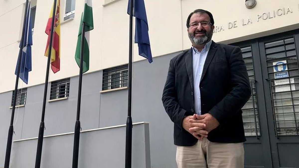 Juan Ávila, alcalde de Carmona, ha anunciado que le disputará la presidencia del PP a Virginia Pérez.