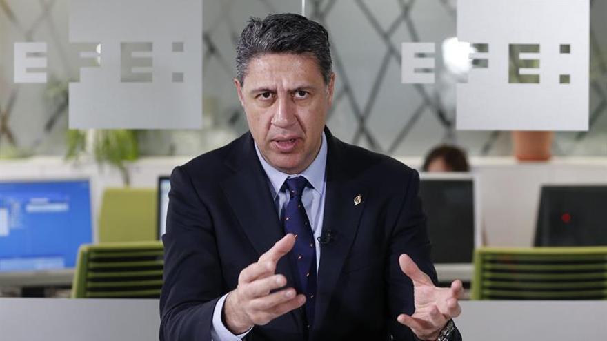 """Albiol acusa a Sánchez de """"vendepatrias"""" por sacar la bandera solo en campaña"""