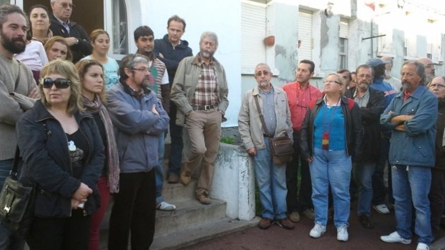 La acción ciudadana impide el desahucio de una familia con una hija enferma en Ferrol