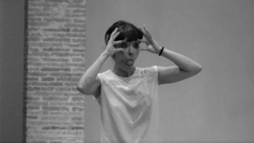 Detalle de la performance 'Relación' de Mónica López