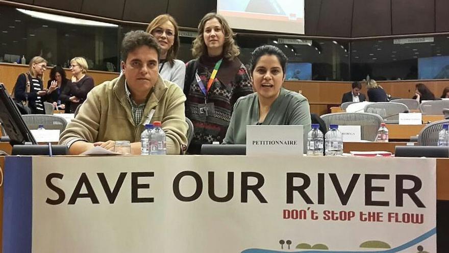 Intervención IU y Plataforma Ríos ante el Europarlamento / Foto: IU