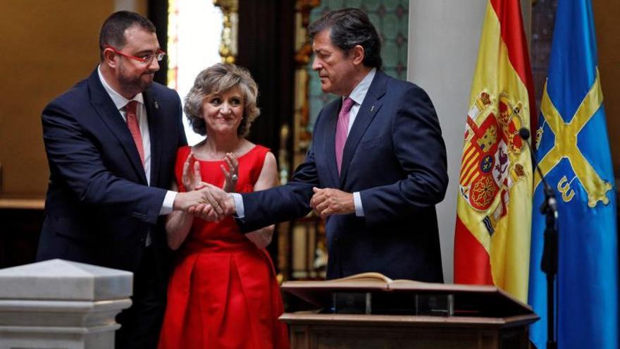 """Adrián Barbón será """"tan exigente como leal"""" en su relación con Pedro Sánchez"""