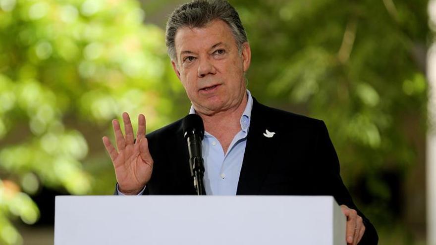 Santos exhorta a Maduro a dialogar con la oposición para salir de la crisis