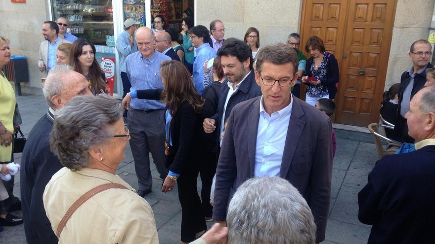 Feijóo da un paseo electoral con militantes y simpatizantes por Allariz (Ourense), feudo tradicional del BNG