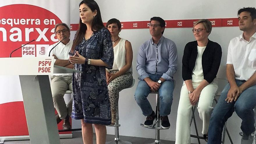 Carmen Montón junto a Manolo Mata, Marta Ortiz, Jorge Rodríguez, María José Salvador y Jaime Albero