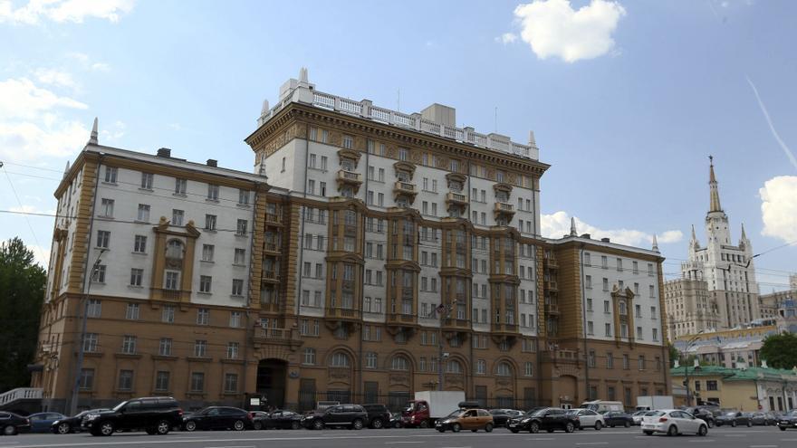 La embajada de EEUU en Moscú reduce su personal consular en un 75 %