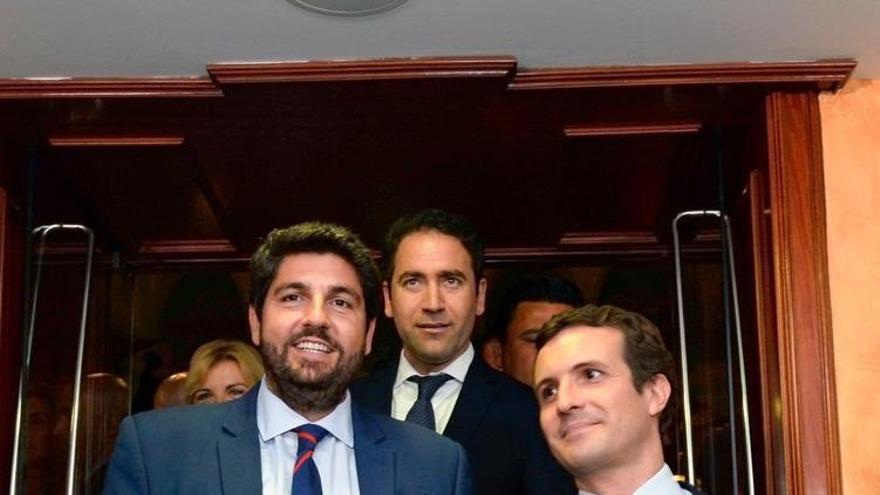 Fernando López Mitas, Teodoro García Egea y Pablo Casado en la Asamblea de Murcia