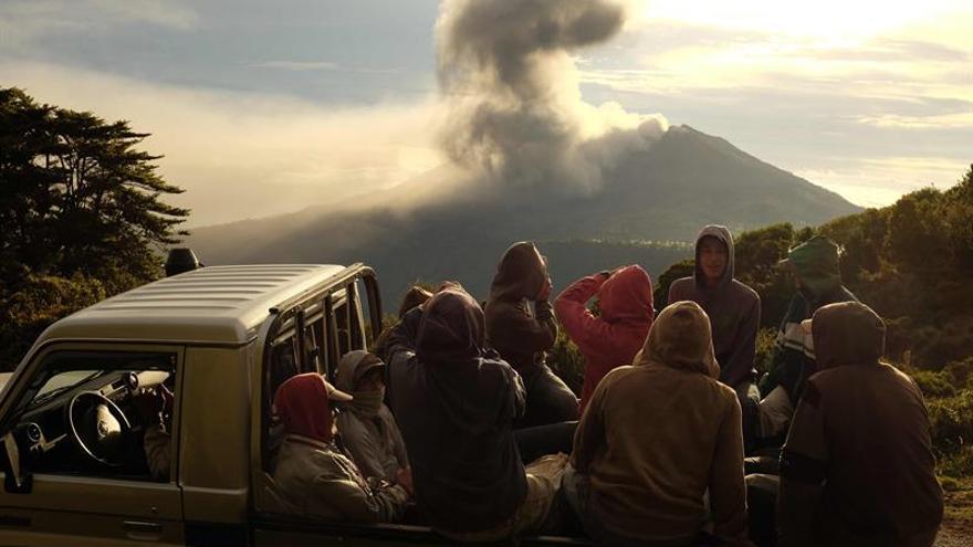El volcán Turrialba lanza ceniza a 4.000 metros de altura en Costa Rica