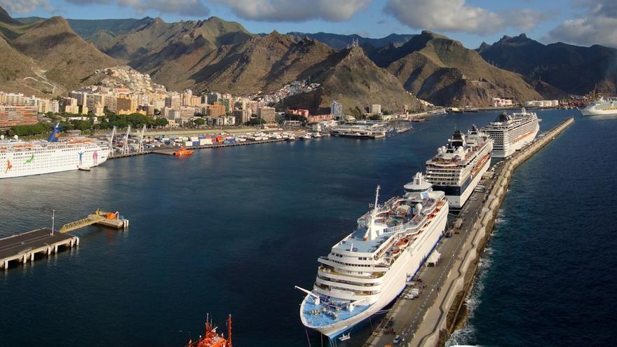 Varios cruceros atracados en el puerto de Santa Cruz de Tenerife