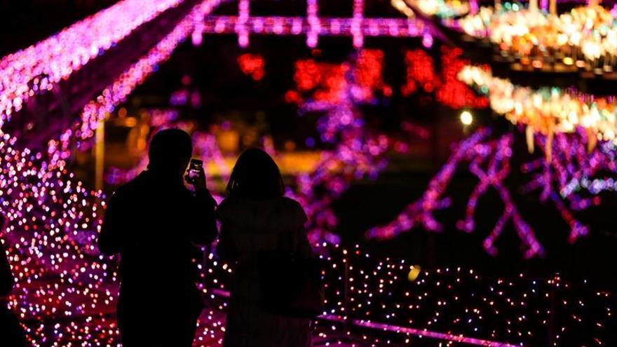 Tokio se entrega a una Navidad que no celebra