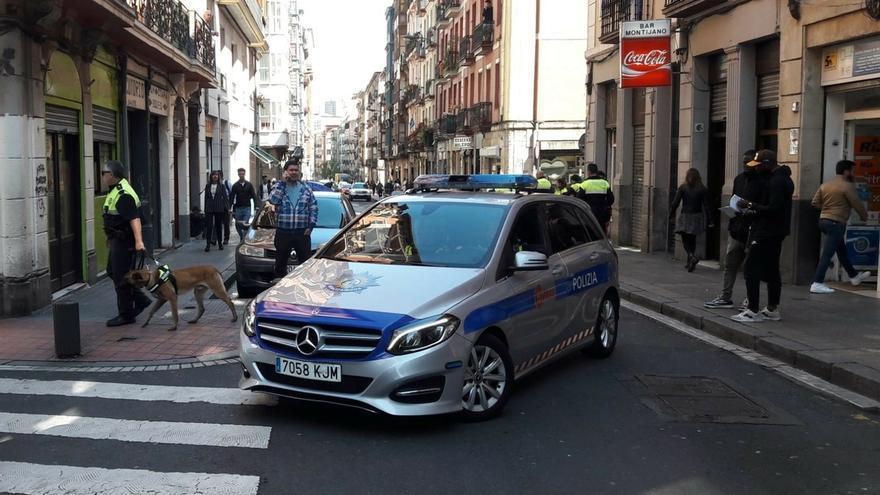 Detenido un joven por intentar agredir a la policía, tras una pelea entre familias en Bilbao