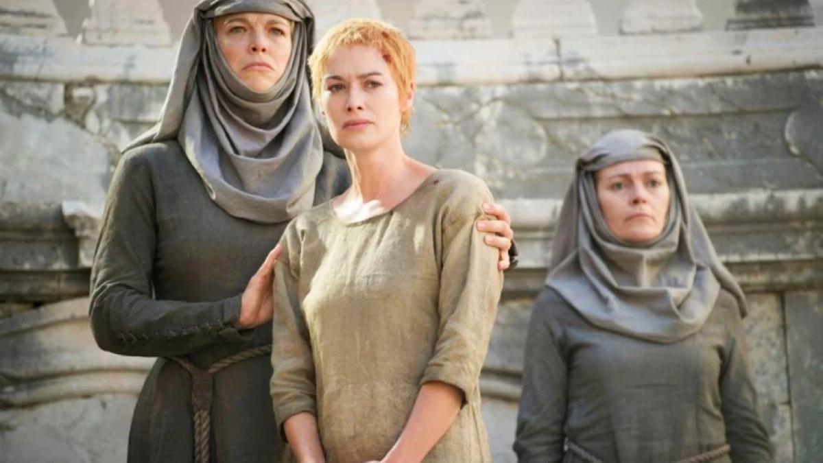 Cersei Lannister y la Septa Unella de 'Juego de tronos'