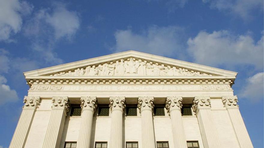 El Supremo de EE.UU. evalúa dividido los derechos de los inmigrantes detenidos