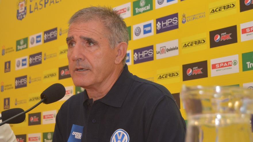 El técnico amarillo, Paco Herrera, durante la rueda de prensa previa al partido contra el Rayo Vallecano en el Estadio de Gran Canaria. (udlaspalmas.es).