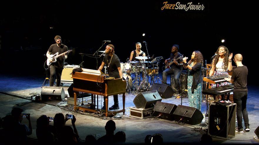 Cory Henry &The Funk Apostles al completo