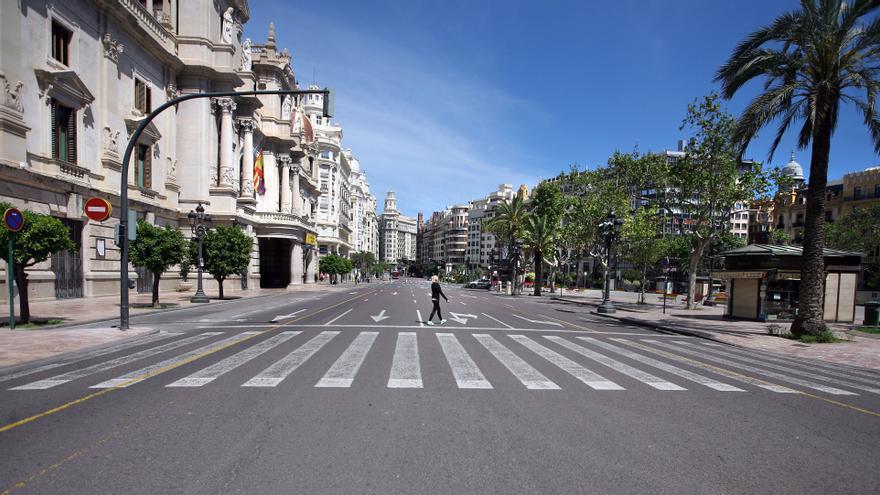 Vista de la plaza del Ayuntamiento, desierta en el Primero de Mayo.