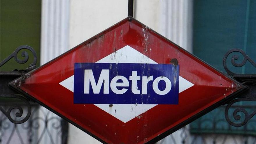 Un trabajador de Metro de Madrid encuentra en un tren un cheque de 2 millones de dólares