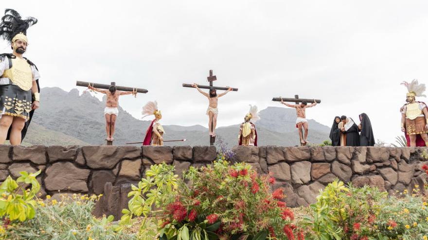 Escena en la que Jesús aparece crucificado, este viernes en Adeje