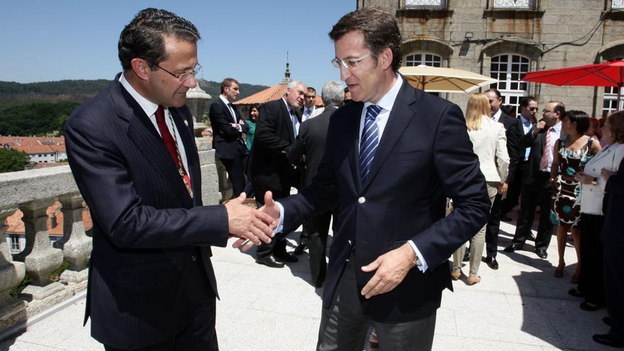 Feijóo, con Gerardo Conde Roa tras ser investido como alcalde de Santiago / Ana Varela