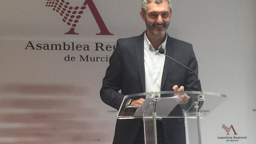El lider regional de Podemos, Óscar Urralburu, en la Asamblea / MJA