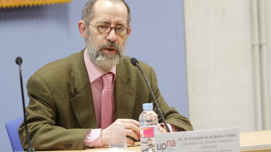 El catedrático Fernando de la Hucha, en una conferencia de prensa / Foto: UPNA.