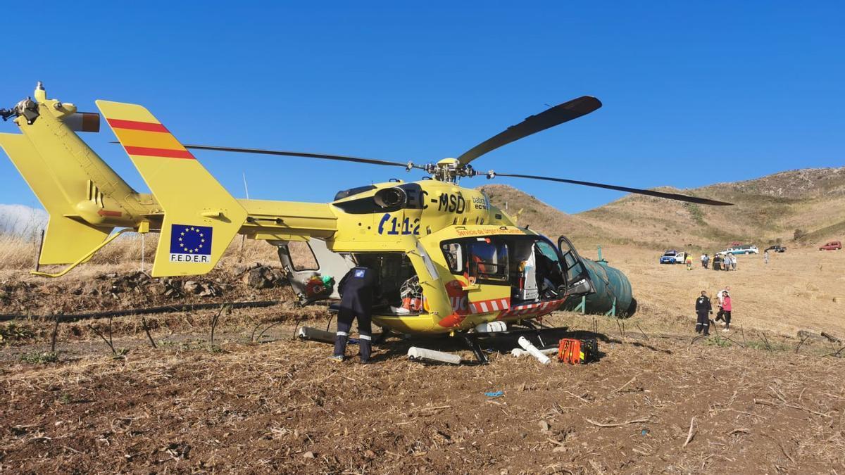 El hombre fue trasladado al Hospital Universitario de Canarias en un helicóptero medicalizado del Servicio de Urgencias Canario