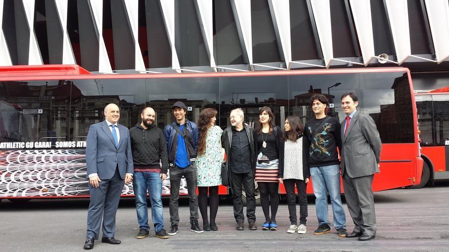 Seis artistas de Bilbao Arte decoran con sus diseños autobuses de Bilbobus para animar la final de Copa del Athletic