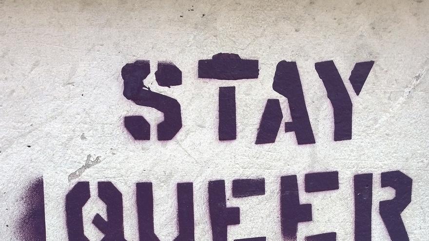 """Pintada con el mensaje """"Stay queer, stay rebel"""" en Bari, 2014."""