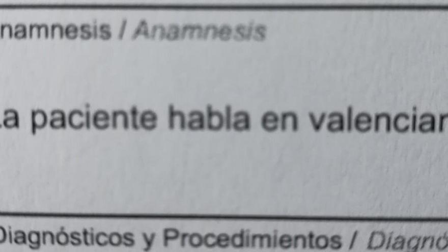 """El escrito de la facultativa en el que pone: """"habla valenciano"""""""