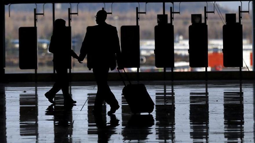 Los empleados de la limpieza del aeropuerto de Barajas inician una huelga indefinida