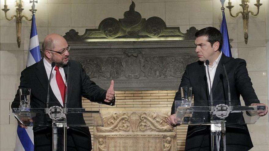 Tsipras y Schulz visitan Lesbos, foco del drama de la crisis de refugiados