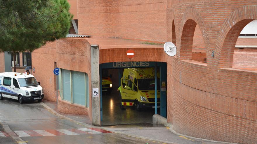 Continuen les massificacions a les urgències de l'Hospital Vall d'Hebron. / CARALP MARINÉ