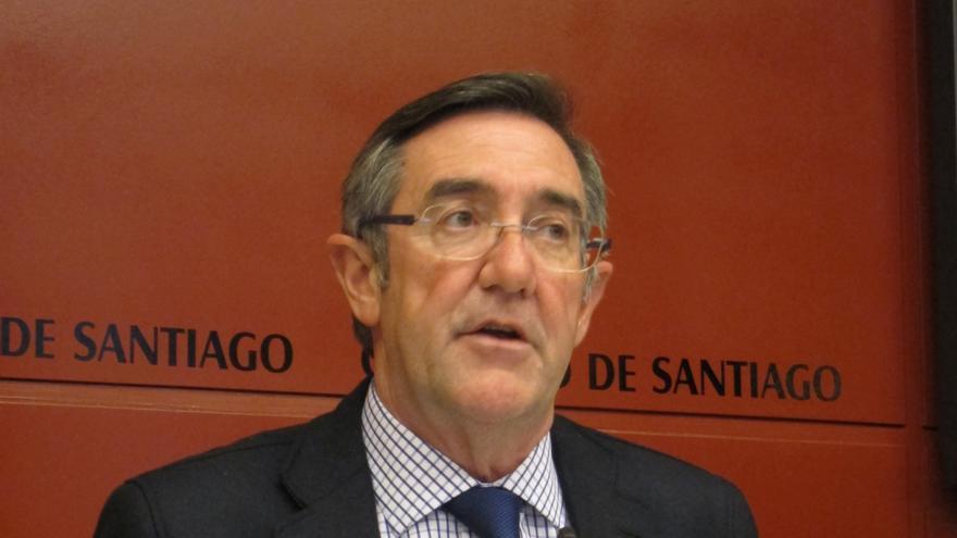 """El alcalde de Santiago dice que """"todas las referencias"""" que tiene del funcionario """"son favorables"""""""