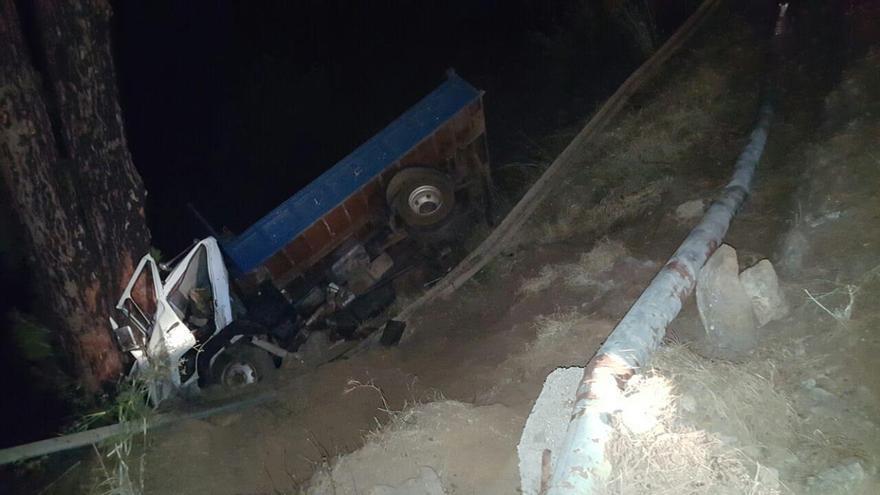 En la imagen, el camión siniestrado este sábado.