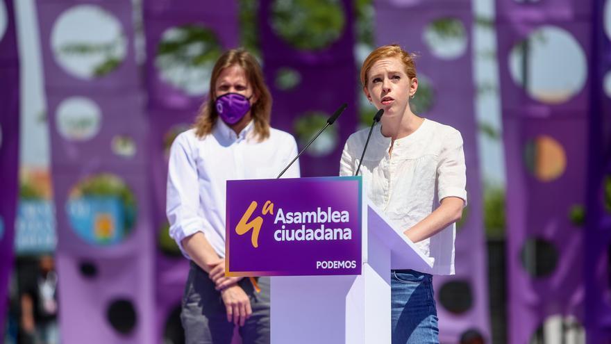 El secretario general de Podemos en CyL, Pablo Fernández y la dirigente, Lilith Verstrynge intervienen en la IV Asamblea Ciudadana Estatal de Podemos, a 12 de junio de 2021, en el Auditorio Parque de Lucía de Alcorcón, Alcorcón, Madrid, (España).