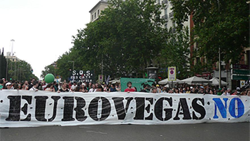 Manifestantes contra la instalación de Eurovegas en Madrid el 12-M. (PLATAFORMA EUROVEGAS NO)