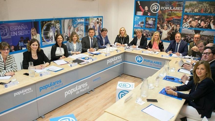 """El PP de Madrid agradece la dimisión de Aguirre y coincide con ella en que debería """"haber vigilado con mayor eficacia"""""""