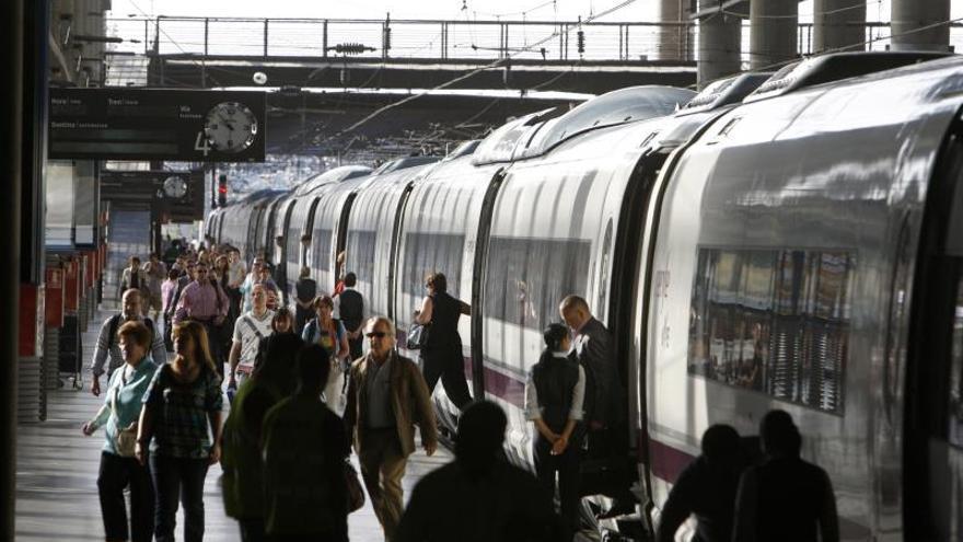 Renfe suspende 155 trenes de AVE y Media Distancia por la huelga del día 5
