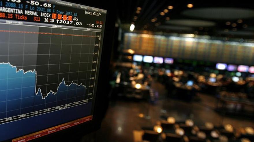 Las bolsas de Latinoamérica cierran mixtas en un día festivo para Wall Street